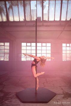 Pole Dance Moves, Dance Poses, Pole Dancing, Figure Pole Dance, Pole Dance Wear, Pole Dance Fitness, Pool Dance, Art Du Cirque, Pole Tricks