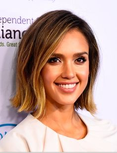 Jessica Alba Bob-20 Star Studded Celebrity Bobs: Hairstyle Ideas for Medium, Short Hair - See more at: http://pophaircuts.com/star-studded-celebrity-bobs#sthash.0GtRdnJ6.dpuf