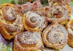 Túrós - mazsolás, vanília pudingos csiga 🐌🐚 | Andi1980 receptje - Cookpad receptek Muffin, Breakfast, Food, Morning Coffee, Essen, Muffins, Meals, Cupcakes, Yemek