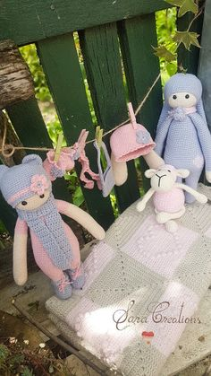 "Sara Creations - crocheted toys "" bunny family "" collection - colectia de cucarii crosetate "" bunny family "" Crocheted Toys, Bunny Toys, Cute, Blog, Collection, Embroidery, Crochet Toys, Rabbit Toys, Kawaii"