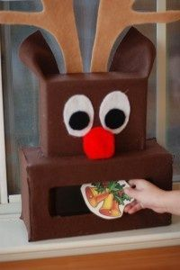 Totally fun Christmas activity for kids! This reindeer game uses holiday printables and is an easy Christmas craft the whole family can enjoy.