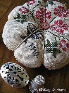 something about this pincushion and thimble...love it