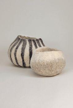 Nuno Felting, Needle Felting, Modern Floral Arrangements, Vide Poche, Wool Art, Handmade Felt, Felt Art, Crafts To Do, Holidays And Events