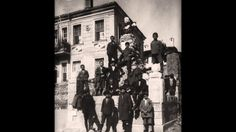 Παιδιά της Καστοριάς μπροστά από το μνημείο του Παύλου Μελά το 1928 - Hi...