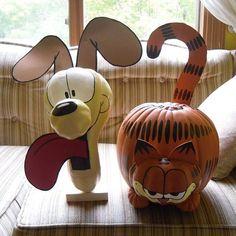 Garfield and Odie Pumpkins Diy Halloween, Cartoon Halloween Costumes, Holidays Halloween, Halloween Pumpkins, Halloween Decorations, Pumpkin Decorations, Pumpkin Decorating Contest, Pumpkin Contest, Pumpkin Ideas