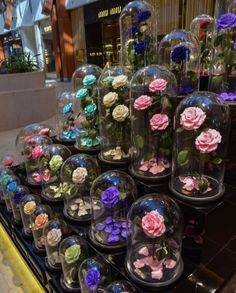 Just like in the Beauty and the Beast movie, Forever Rose London has created a real enchanted rose that lasts 3 years in open air without sunlight or water. Country Wedding Flowers, Yellow Wedding Flowers, Modern Wedding Flowers, Yellow Roses, Rose Flowers, Diy Flowers, Gold Wedding, Wedding Table, Forever Rose