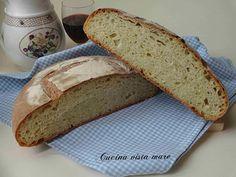 Il pane alla semola con il suo delicato colore giallo ambrato è semplice ma ricco di sapore e molto profumato, buono da gustare anche con un filo d'olio!