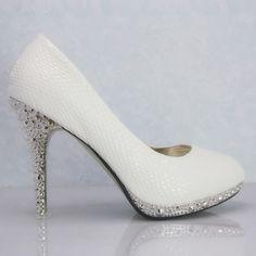 Branco de salto alto com um branco sapatos de cobra casamento ca