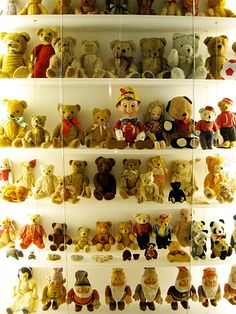 The Mint Museum of Toys is the world's first purpose-built museum for toys, which showcases a private collection of vintage toys, including rare and unique one-of-a-kind pieces from around the world. MRT: Cityhall or Bugis