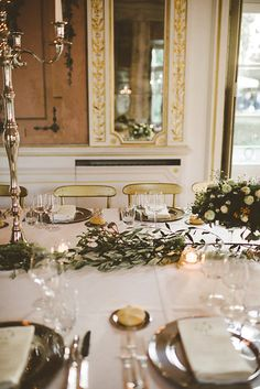 Italian wedding | Golden chairs | Silver mise en place | Photo from GINEVRA & GIAMPAOLO collection by Serena Cevenini Photography
