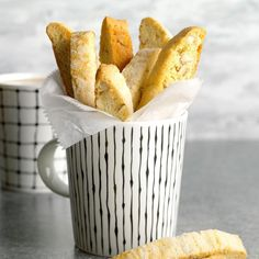 26 Old-World Italian Cookie Recipes Your Grandmother Made Almond Biscotti Recipe, Pistachio Biscotti, Ginger Bread Cookies Recipe, Lemon Cookies, Fig Cookies, Filled Cookies, Sugar Cookies, Crinkle Cookies, Spice Cookies