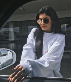 Kylie Jenner, Tyga Spark Engagement Rumors with Diamond Ring, 'Mr and Mrs' Kylie Jenner Outfits, Photoshoot Kylie Jenner, Kendall E Kylie Jenner, Trajes Kylie Jenner, Looks Kylie Jenner, Kylie Jenner Instagram, Kris Jenner, Kylie Jenner Sunglasses, Kylie Jenner Rings
