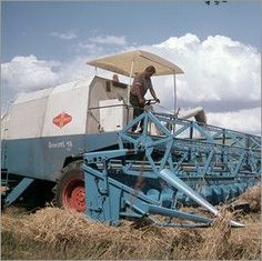 Fortschritt in der Landwirtschaft DDR combine harvester Custom Designs for Photo Albums Advances in photographic technology in recent. Honda Valkyrie, Combine Harvester, Armored Truck, Honda Bikes, Agriculture Farming, East Germany, Street Bikes, Photoshop Design, Countries Of The World