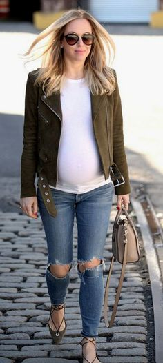 All you lovely moms-to-be, look cute with these Casual Maternity Work Outfits for Winters for Moms-to-be. Maternity Work Clothes, Fall Maternity, Stylish Maternity, Maternity Fashion, Maternity Style, Stylish Pregnancy, Beautiful Pregnancy, Brooklyn Blonde, Pregnancy Looks