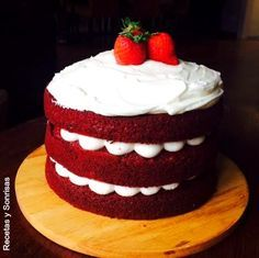 Red Velvet; pastel ; receta; bizcocho; rojo; pastel de terciopelo rojo; pastel cumpleaños; pastel de navidad; Navidad; postre de navidad; postre invitqados; frosting ; queso; philadelphia; #redvelvetcake #pasteldeterciopelorojo #bizcochorojo #pastelrojo #pastel #bizcocho #pasteldecumpleaños #queso #frosting #pasoapaso #recetasysonrisas #fresas #pasteldecumpleaños #invitados #Navidad #pastelbonito
