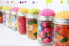 DIY: pin cushion jars- favor for a sewing party? Mason Jar Crafts, Mason Jars, Canning Jars, Glass Jars, Homemade Gifts, Diy Gifts, 30 Diy Christmas Gifts, Homemade Christmas, Christmas Candy