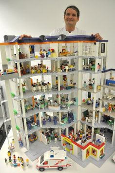 This super cool doctor has rebuilt a complete hospital with playmobil to visualise real life hospital processes. So awesome! I suggested at work we should totally do this for our pharma packaging facility. Lego Hospital, Macaron Tower, Play Mobile, Lillehammer, Lego Storage, Child Life, Childhood Toys, Lego Building, Lego Creations