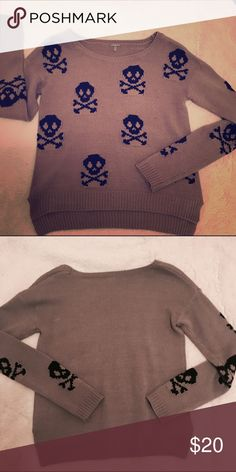 Skull Sweater Comfortable sweater perfect for fall. Rarely ever worn! Charlotte Russe Sweaters