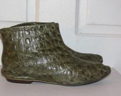 NEOLITE GREEN LEATHER Ankle Boots // 60's Moc Croc Embossed Elf Pointy Booties Slip On Size 5.5/6/6.5 Fall Winter 70's Hipster Rockstar