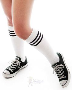 Classic White and Black Tube Socks High Socks Outfits, Sporty Outfits, Cute Outfits, Sporty Chic, Sporty Style, Ski Fashion, Sporty Fashion, Winter Fashion, Fashion Women
