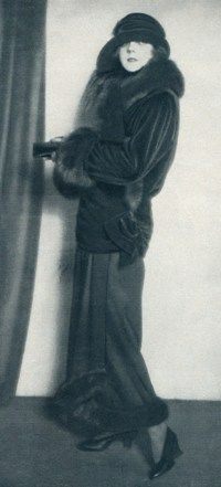 Germany. Die Dame magazine , Nr. 24, September 1923                                                                                                                                                                                 Mehr 20s Inspired Fashion, 20s Fashion, Art Deco Fashion, Vintage Fashion, Vintage Gowns, Vintage Mode, Vintage Outfits, Vintage Clothing, Flapper Era