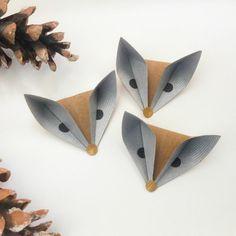 mariposas de papel, decoración de otoño hecha con cartulina, cabezas de zorros con ojos, manualidades para niños Book Crafts, Diy And Crafts, Paper Crafts, Kirigami, Creations, Blog, How To Make, Handmade, Stuff To Buy