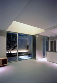 Minimal interior with mini indoor pool, Osaka by Japanese NRM Architects (photo © Eiji Tomita) _