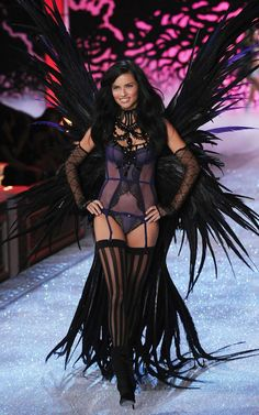 ♥ Victoria's Secret Angels Wings 2011
