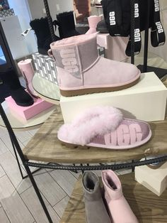 Uggs are not only the most loved but also the most controversial boots on the market. Comfortable Boots, Comfy Shoes, Shearling Boots, Leather Boots, Cute Uggs, Ugg Style Boots, Doc Martens Boots, Vegan Boots, Sheepskin Boots