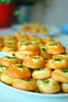 hami mnami: kysnuté bryndzové koláčiky Czech Recipes, Ethnic Recipes, Baking Recipes, Snack Recipes, Eastern European Recipes, Good Food, Yummy Food, Bread And Pastries, Food 52
