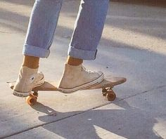 Discovered by c o r i. Find images and videos about shoes, converse and skateboard on We Heart It - the app to get lost in what you love. Retro Aesthetic, Aesthetic Photo, Aesthetic Style, Aesthetic Collage, Summer Aesthetic, Superstar, Skater Girls, Look At You, Looks Cool