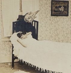 vintage everyday: These Rare Creepy Photos from the Exemplify Every Childhood Fear You ever Had of the Boogeyman Vintage Bizarre, Creepy Vintage, Vintage Halloween, Whimsical Halloween, Halloween Pictures, Vintage Ads, Vintage Black, Vintage Items, Creepy Photos