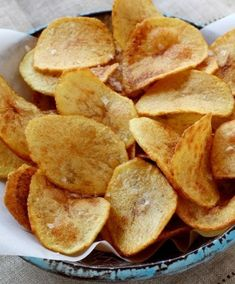 These homemade corn and flour tortilla chips are easy and simply delicious. They are baked which makes them a healthier alternative to the fried version! Potato Dishes, Potato Recipes, Snack Recipes, Snacks, Homemade Chips, Homemade Recipe, Chips Recipe, Tortilla Chips, Food Inspiration