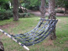 Duct Tape Hammock- Redneck DIY That's Borderline Genius Duct Tape Projects, Duck Tape Crafts, Diy Projects, Outdoor Projects, Pimp Your Bike, Materiel Camping, Diy Hammock, Hammocks, Hammock Stand