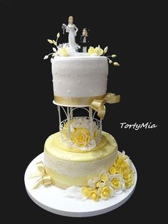 Yellow Wedding, Tiered Cakes, Let Them Eat Cake, Wedding Cakes, Desserts, Food, Wedding Gown Cakes, Tailgate Desserts, Deserts