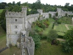 A brief guided tour of 10 places to visit in Britain. Some off the beaten track, some a little more central, but all worth a visit. Arundel Castle, William The Conqueror, The Beautiful Country, Medieval Castle, Tour Guide, Great Britain, Mount Rushmore, Places To Visit, England