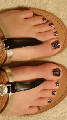Jamberry Nail wraps are an easy, quick, affordable way to have beautiful nails. Our wraps last up to 2 weeks on fingers and 6 weeks on toes. This JamPedi was created with Gilded Leopard. I LOVE animal print in a pedicure! And this is the perfect fall nail pattern for those still--sunny days.