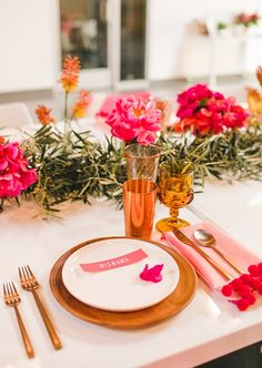 pink and gold place setting // great color scheme for a summer party