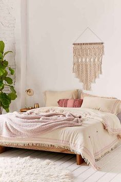 this comforter and macrame combo <3