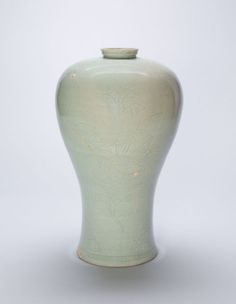 Baluster-Shaped Vase with Lotus Flowers Goryeo dynasty Late 12th - Early 13th century From the Art Institute of Chicago.