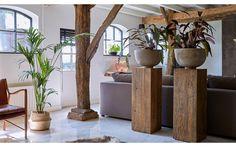 Zuil Pillar is een fraaie zuil, vervaardigd uit massief driftwood. Driftwood is een oud, hergebruikt teakhout. Hierdoor krijgt Pillar een geheel eigen karakter, wat ook zijn invloed op je interieur zal hebben!