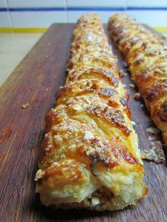 Trança folhada de Chila Summer Dessert Recipes, Portuguese Recipes, Portuguese Food, Bread Cake, Sweet Bread, Dessert Bars, Food Inspiration, Baked Goods, Salad Recipes