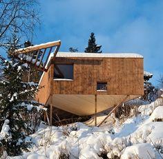 Tuto nádhernou dřevěnou chatu o výměře 16 m², která se nachází v norském Askeru, navrhlo studio Jarmund / Vigsnæs AS Architect. Bude sloužit jako...