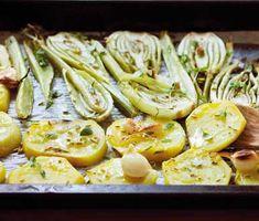Här är ett otroligt gott och enkelt recept på fänkål och betor i ugn. Du skalar och skär röd- eller gulbetor och fänkål, lägger i en ugnsform och häller på olivolja, fänkålsfrön, timjan och salt och in i ugnen. Klart att avnjutas efter en halvtimme!