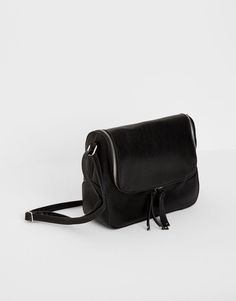 :Bag with zipped flap