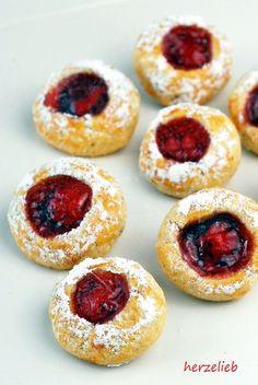 Kekse Rezepte, Plätzchen Rezepte: Rezept für Husarenkrapfen, Engelsaugen, Husarenkrapferl oder Kulleraugen. Einfach, leicht und schnell gemacht. Cookies für Weihnachten #kekse #plätzchen #weihnachten #advent #deutsch #backen