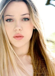Majandra Delfino (I remember her best from the tv show, Roswell, in the late 90's)  Love her makeup in this shot!