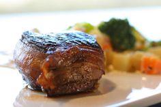 Elgbiff med kremede rotgrønnsaker Norway Food, Steak, Bacon, Food And Drink, Christmas, Yule, Navidad, Xmas, Christmas Music