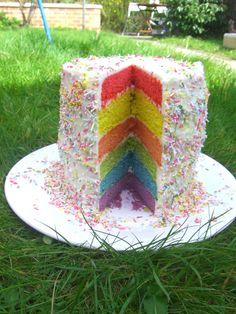 Easy 6 Layer Rainbow Cake - so simple with this tutorial! #TriplePFeature