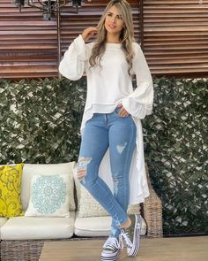 Image may contain: 1 person, standing and shoes Look Fashion, Hijab Fashion, Winter Fashion, Fashion Dresses, Womens Fashion, Jeans Fashion, Casual Chic, Casual Wear, Casual Dresses